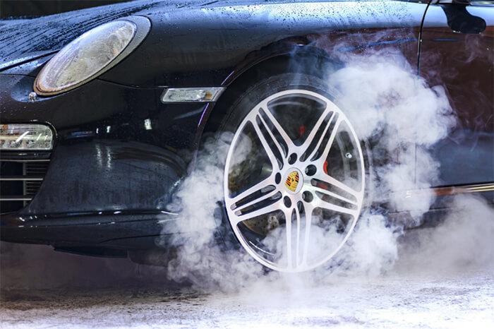 دلیل داغ کردن و بوی لنت ترمز | الیگ | لنت ترمز و دیسک چرخ سرامیکی